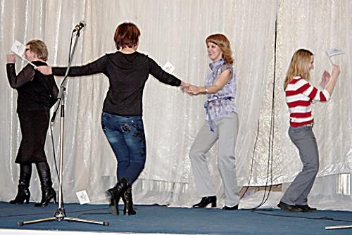 конкурс парного танца на сцене завершал праздничную программу